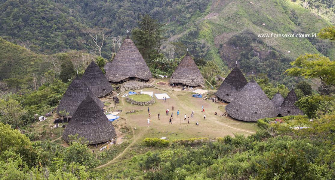 Sano Nggoang lake