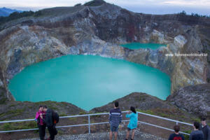 Kelimutu lakes, Flores history, ethnic, Languages, adventure